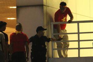 Vụ đưa người không vé vào sân Mỹ Đình trong trận gặp Malaysia - Bảo vệ chính thức bị sa thải