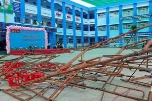 Sập giàn giáo khi làm lễ 20/11 tại trường tiểu học - hơn 20 học sinh bị thương