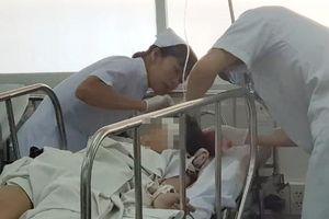 Vụ 25 học sinh bị thương khi dự lễ 20/11: Hai nạn nhân được chỉ định mổ