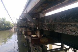 TP.HCM: Cận cảnh cây cầu xuống cấp nghiêm trọng trước nguy cơ đổ sập