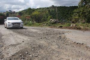 Lâm Đồng: QL27 tan nát, đường nhựa thành... đường đất