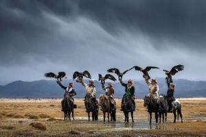 Ảnh tuyệt đẹp về thợ săn và đại bàng sát thủ trên thảo nguyên Mông Cổ