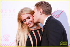 Paris Hilton chia tay tình trẻ kém 4 tuổi ngay trước thềm đám cưới