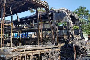 Hai xe khách bốc cháy dữ dội giữa bến xe trung tâm Đà Nẵng, hành khách tá hỏa tháo chạy