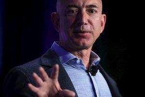 Một phụ nữ Trung Quốc trở thành 'cái bóng' của ông chủ Amazon