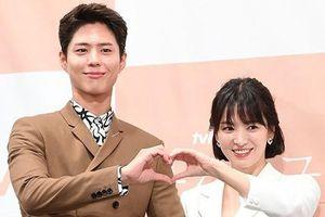Song Hye Kyo trẻ trung, xinh đẹp bên mỹ nam kém 12 tuổi