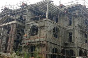 Vụ bạt núi xây biệt thự 'khủng' ở Thanh Hóa: Lãnh đạo xã khẳng định chưa từng phát ngôn 'vùng sâu xây nhà không cần xin phép'