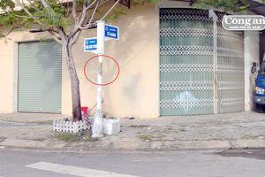 Trụ bảng tên đường bị 'chấn thương'