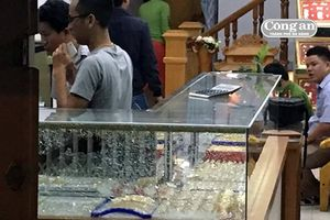 Liên tiếp xảy ra nhiều vụ cướp tiệm vàng táo tợn tại thị xã Điện Bàn