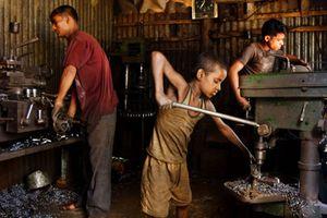 Câu chuyện đau lòng về những đứa trẻ phải 'bán' tuổi thơ ở Bangladesh
