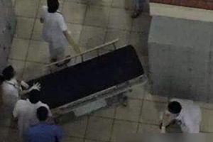 Nam bệnh nhân bất ngờ nhảy lầu ở Bệnh viện Bạch Mai