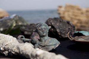 Phát hiện kho báu La Mã 1.600 tuổi ngoài bờ biển Israel