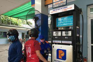 Giá xăng dầu tiếp tục giảm mạnh