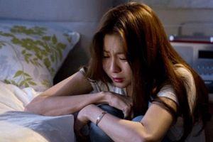 Vợ trẻ ứa nước mắt sau đề nghị của chồng trí thức