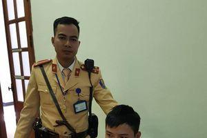 CSGT tóm gọn tên cướp nhiễm HIV trên phố Hà Nội