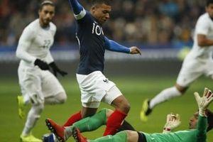 Tái ngộ Uruguay, 'Nhà vô địch thế giới tiếp' tục thi đấu nhạt nhòa