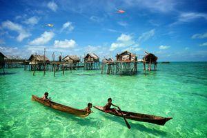 Kỳ lạ 'người cá' ở Malaysia