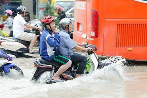 Cảnh báo ngập lụt, lũ quét nghiêm trọng ở Nha Trang