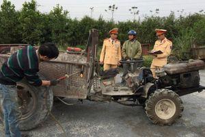 Theo chân CSGT Tuyên Quang xử lý xe công nông tự chế