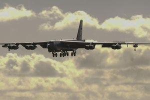 Máy bay ném bom B-52 của Mỹ bay sát các đảo ở Biển Đông