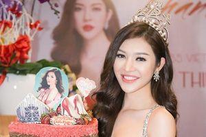 Hoa hậu Bùi Lý Thiên Hương đấu giá gây quỹ giúp đỡ các hoàn cảnh khó khăn
