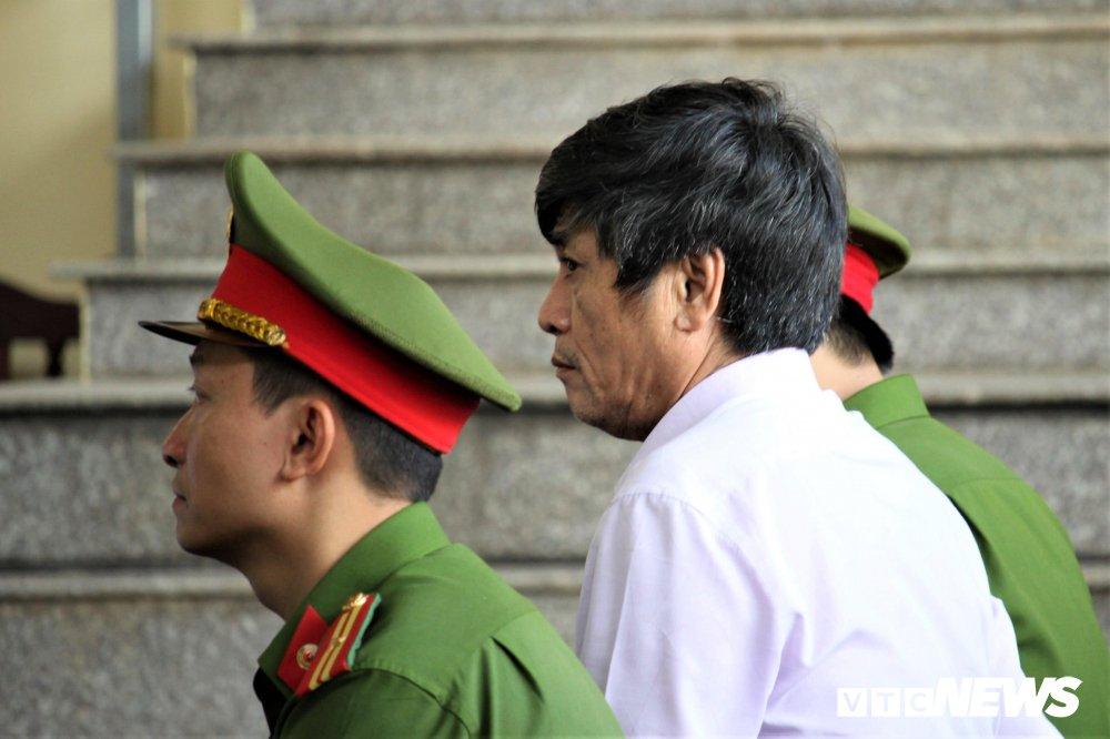 Sau khi nghe VKS đề nghị mức án 8 năm tù, cựu Thiếu tướng Nguyễn Thanh Hóa phải vào phòng y tế