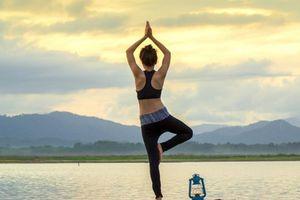 3 động tác yoga đơn giản nên tập mỗi ngày để tăng cường sức khỏe