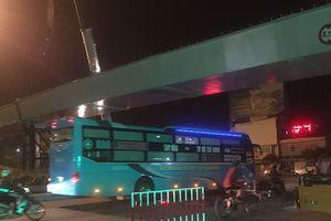Lao dầm nhánh cuối cùng của cầu vượt ngã 7 Phạm Văn Đồng