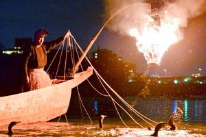 Đốt đuốc đánh cá giữa đêm, nghệ nhân Nhật gìn giữ di sản lâu đời