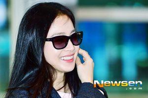 Kim Tae Hee rạng ngời tại sân bay trước giờ tới Hà Nội