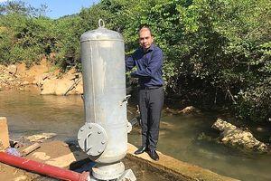Các nhà khoa học tặng công trình nước sạch tại Điện Biên