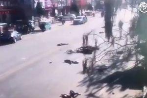 Lao xe vào học sinh ngoài trường tiểu học, 23 người thương vong