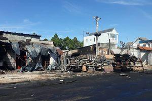 Xe bồn chở xăng gây cháy, 6 người thiệt mạng