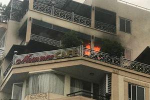 Hà Nội: Cháy lớn khách sạn Moonview, nhiều người chạy tán loạn