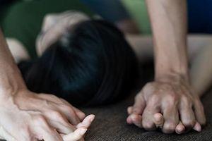 Rủ bạn gái 12 tuổi lên đồi thông hiếp dâm, thanh niên nhận 'quả đắng'