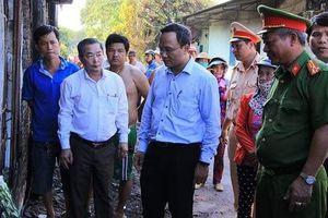 Ông Khuất Việt Hùng tới hiện trường vụ cháy lớn ở Bình Phước