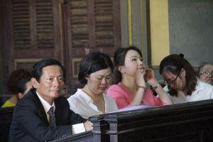 Khách hàng Chu Thị Bình đến dự phiên tòa vụ 'bốc hơi 245 tỷ đồng'