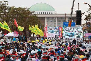 Tổng bãi công lớn nổ ra tại Hàn Quốc, hàng chục nghìn người tham gia