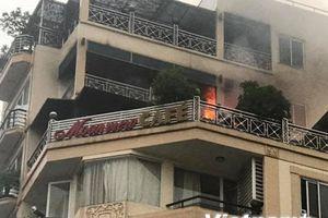 Video vụ hỏa hoạn khách sạn trên phố cổ Hà Nội lúc sáng sớm