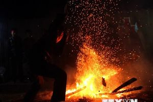 Độc đáo nghi thức nhảy lửa của dân tộc Dao ở Điện Biên