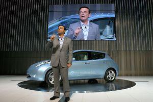 Cú 'ngã ngựa' của người hùng ngành ô tô thế giới Carlos Ghosn