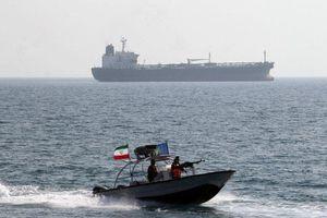Lý do Mỹ mạnh tay trừng phạt Nga và các nước chuyển dầu cho Syria