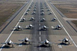 Clip: Mỹ phô diễn sức mạnh của F-35 'Tia chớp'