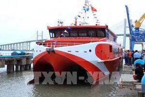 Hạ thủy tàu cao tốc hai thân đóng tại Việt Nam