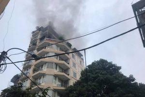Cháy khách sạn trên phố cổ, du khách hoảng loạn