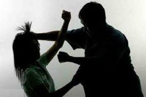 Quảng Nam: Một cô giáo mầm non bị chồng chặn đường, dùng dao chém trọng thương