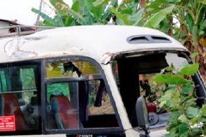 Yên Bái: Xe khách mất lái lao xuống ruộng, 7 hành khách bị thương