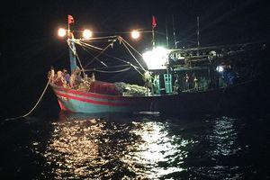 Thanh Hóa: Cứu 5 thuyền viên trên tàu chở than gặp nạn