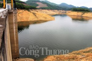 Thừa Thiên Huế nhiều khó khăn khi nắng hạn bất thường giữa mùa mưa