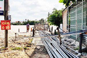 Tạm thời đóng cầu gỗ Phú Kiểng
